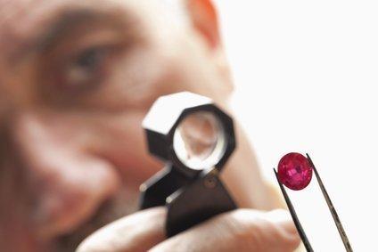 Jeweller designing custom made jewellery - Ixtlan Melbourne